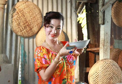 thuy nga ban banh canh nuoi phuong my chi an hoc - 9