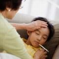 """Làm mẹ - Lỗi """"chết người"""" cho con uống thuốc"""
