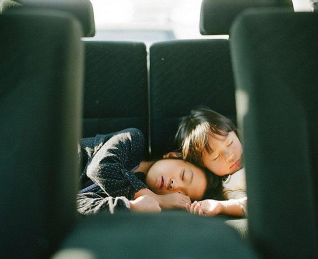 Miu và Kanna là 2 chị em đến từ Nhật Bản.  BÀI LIÊN QUAN  Mẫu giáoNhậtlàm tôi 'choáng váng'  Choáng: clip mẹNhậtchăm con 'thần tốc'  Hotgirl tiểu học đẹp như gái 20  Cặp song sinh Trung Quốc đẹp như tiên nữ  'Sốt xình xịch' với bộ ảnh em bé...bay  'Người đàn ông' đáng yêu của Kim Hiền  'Phát sốt' với cô bé 'Suri Việt Nam'  Mở to mắt nhìn dâuNhậtchăm con