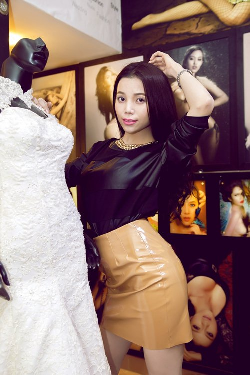 tra ngoc hang khoe chan thon cuc nuot - 10
