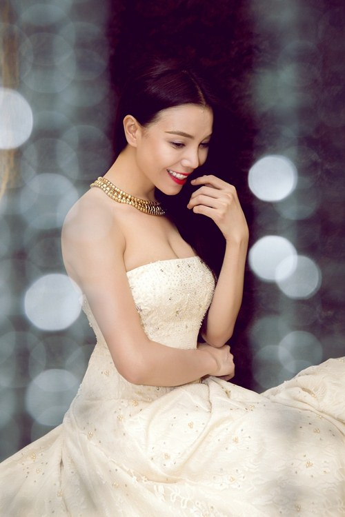 tra ngoc hang khoe chan thon cuc nuot - 5