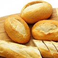 Làm đẹp - Làm trắng răng bằng bánh mì