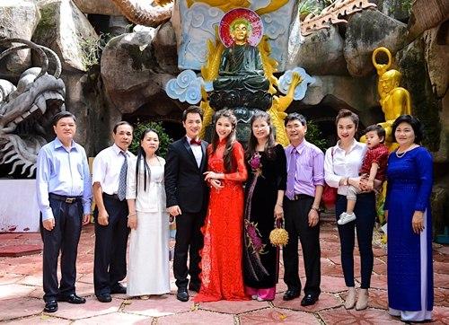 vo chong dang khoi lam hon le theo dao phat - 4