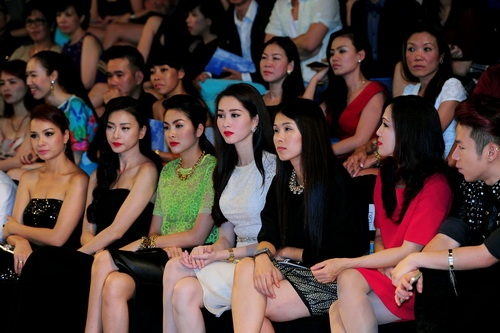 'cuọc chién' mỹ nhan tren thảm dỏ elle show - 20