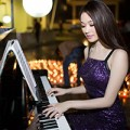 Làng sao - Khánh My trổ tài chơi piano trong sinh nhật