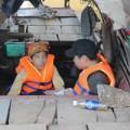 Tin tức - 2 con trai chị Huyền tìm xác mẹ dưới đáy sông Hồng