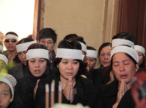 hai con trai gao khoc trong tang le chi huyen - 2