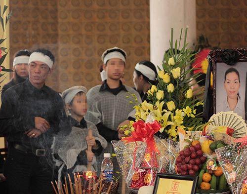 hai con trai gao khoc trong tang le chi huyen - 5