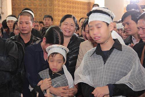 hai con trai gao khoc trong tang le chi huyen - 7