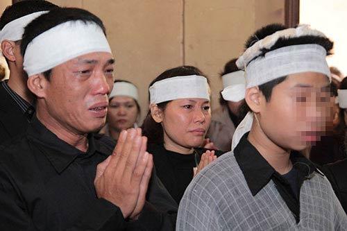 hai con trai gao khoc trong tang le chi huyen - 8
