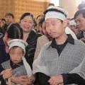 Tin tức - Hai con trai gào khóc trong tang lễ chị Huyền