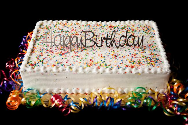 Có rất nhiều loại bánh sinh nhật ngộ nghĩnh để bạn có thể làm cho bé. Trước đây, bánh sinh nhật đơn giản chỉ là những chiếc bánh gato hình vuông hoặc tròn với những trang trí đơn giản. Nhưng hiện nay, để những chiếc bánh hấp dẫn hơn, các bé thích thú hơn, bạn có thể làm bánh theo những nhân vật hoạt hình mà bé thích.
