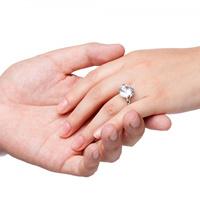 Khi yêu nhau, người ta kiêng mua nhẫn đôi?