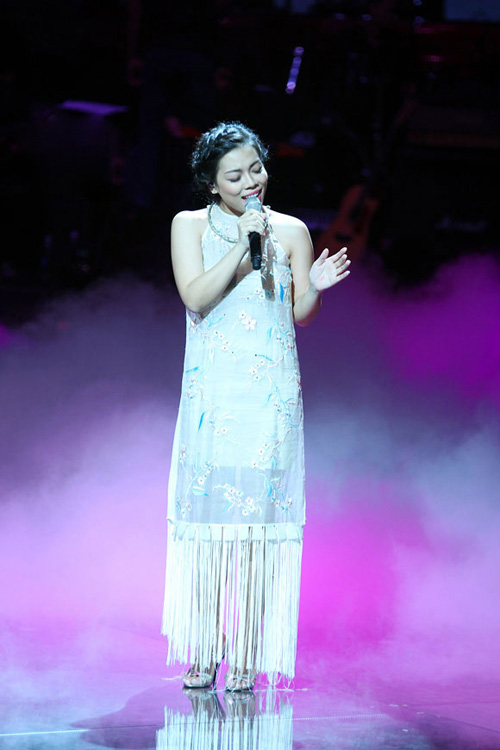 "ha linh bat ngo ""nhuan sac"" qua the voice - 12"