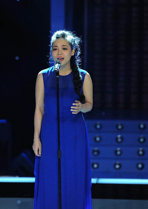 "ha linh bat ngo ""nhuan sac"" qua the voice - 4"