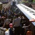Tin tức - Indonesia: Tàu hỏa đâm xe dầu, bốc cháy dữ dội