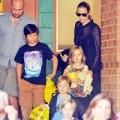 Làng sao - Pax Thiên cùng mẹ và các em đi xem nhạc kịch