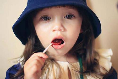 1386664379 1014237 611171152237051 1781362013 n Ngỡ ngàng bé gái 3 tuổi xinh tựa tranh vẽ