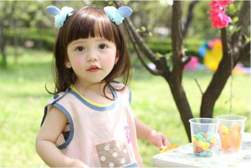 1386664379 550166 488550977846057 1426193680 n Ngỡ ngàng bé gái 3 tuổi xinh tựa tranh vẽ