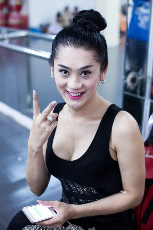 lam chi khanh tich cuc chuan bi cho liveshow - 2