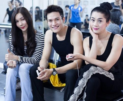 lam chi khanh tich cuc chuan bi cho liveshow - 3