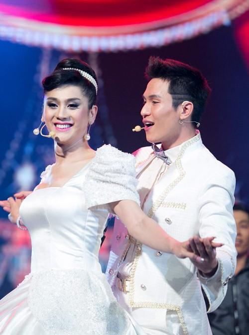 nong poy nhat nhoa tai show lam chi khanh - 8