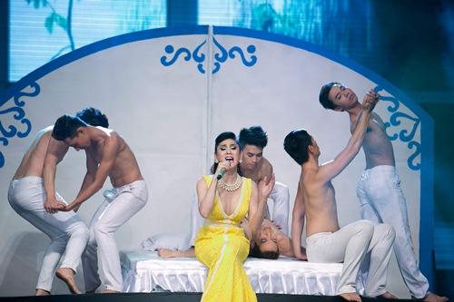 nong poy nhat nhoa tai show lam chi khanh - 10