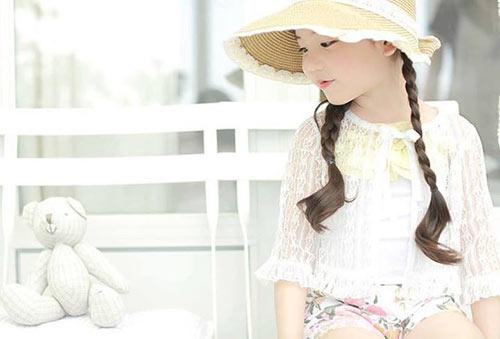 1387079517 1150242 611678358852997 343579903 n Khó lòng chớp mắt trước bé Hàn lai đẹp hơn tiên nữ