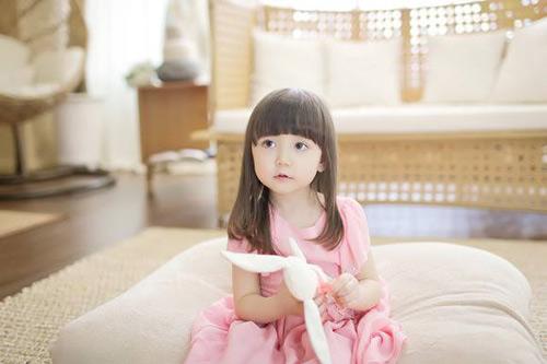 1387079517 1376339 641152282572271 758066800 n Khó lòng chớp mắt trước bé Hàn lai đẹp hơn tiên nữ