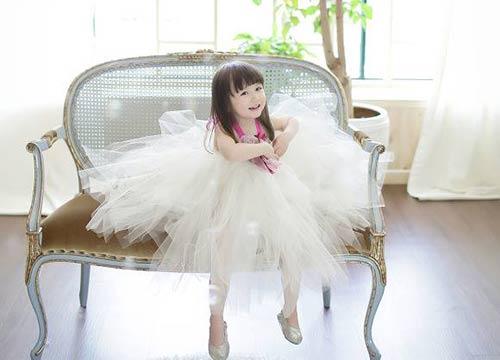 1387079517 1395992 641151825905650 1011529963 n Khó lòng chớp mắt trước bé Hàn lai đẹp hơn tiên nữ