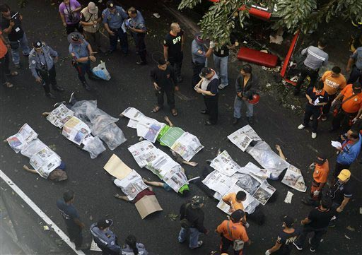 philippines: xe buyt roi trung xe tai, 21 nguoi chet - 2