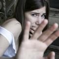Eva tám - Người thu nhập thấp hơn hay đánh vợ?
