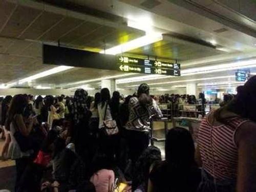 "2000 fans singapore bao vay ""kim tan"" - 2"