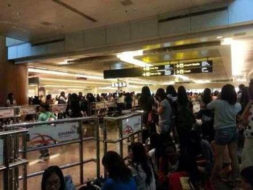 "2000 fans singapore bao vay ""kim tan"" - 3"