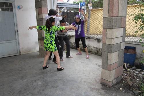 "con trai cat phuong ""cuc kho"" hoc bai o phim truong - 10"