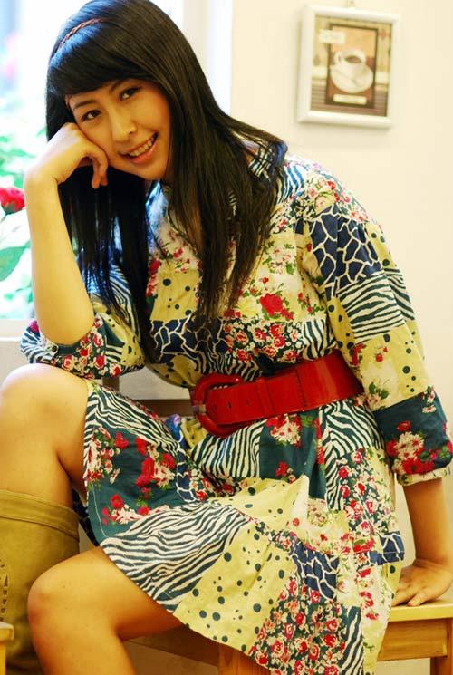 hot girl viet lam phien dich cho tong thong - 1