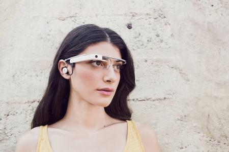 kinh google glass cho phep nhay mat de chup anh - 1