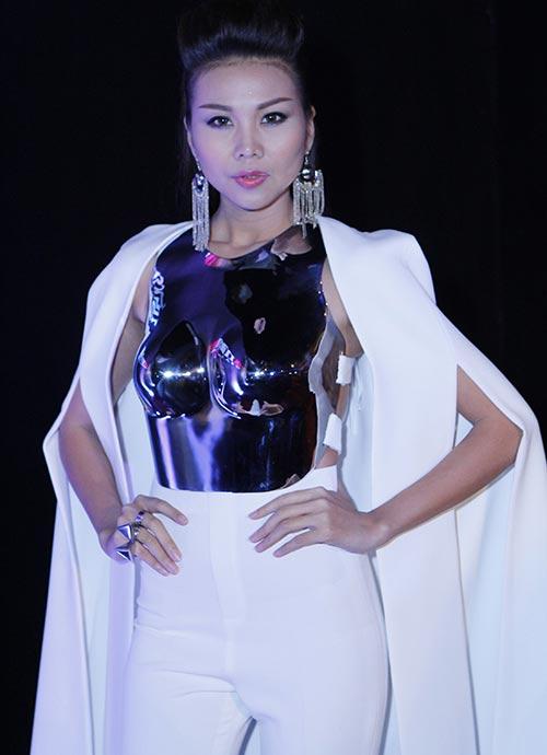 thanh hang an tuong voi ao kim loai - 2