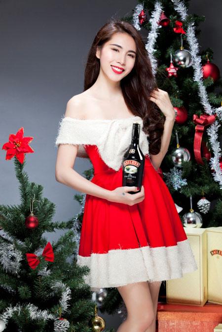 Thủy Tiên yêu kiều trong trang phục Noel - 1