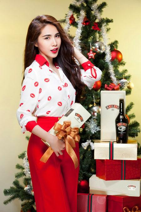 Thủy Tiên yêu kiều trong trang phục Noel - 4