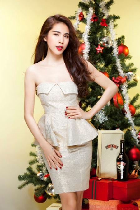 Thủy Tiên yêu kiều trong trang phục Noel - 6