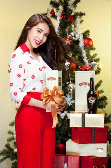 Thủy Tiên yêu kiều trong trang phục Noel - 7