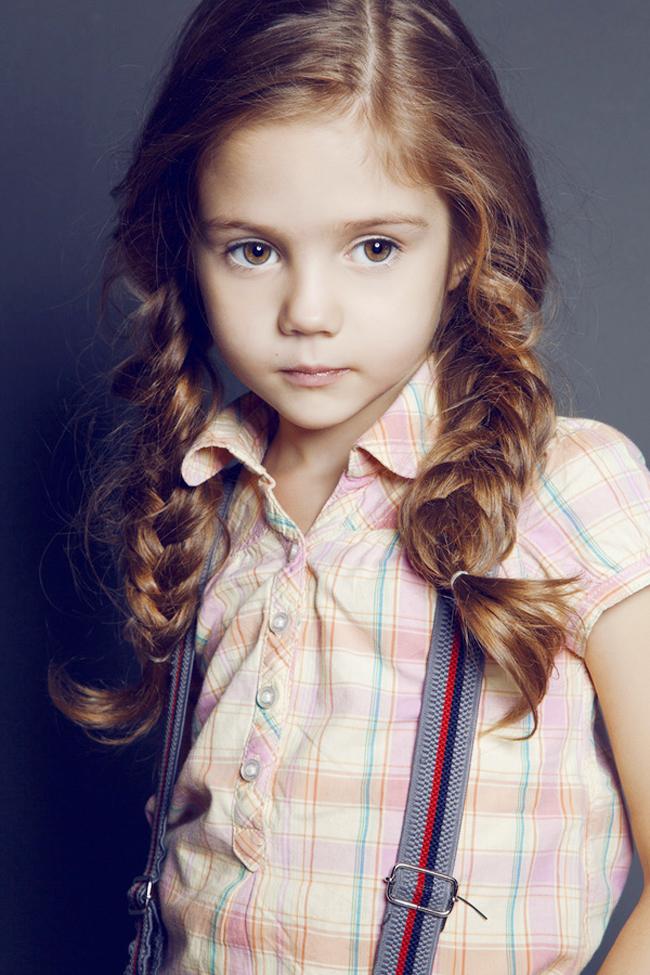 Daria Kostina sinh năm 2004 ởMatxcova, Nga bắt đầu sự nghiệp mẫu từ bé.