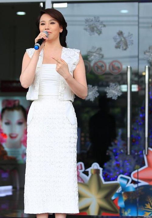 "ho quynh huong gay bat ngo voi ""guong mat la"" - 2"