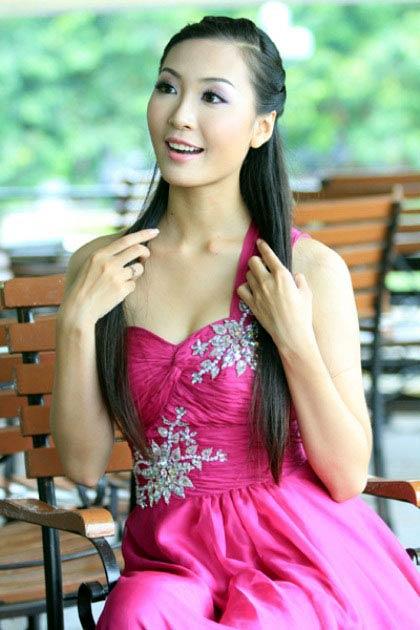 thuy trang - a hau khong dam me showbiz - 6