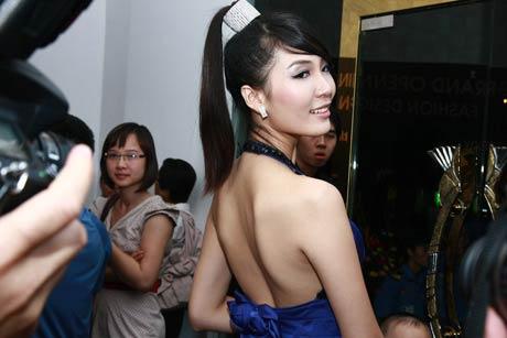 thuy trang - a hau khong dam me showbiz - 7