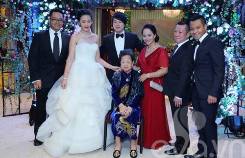 Vợ chồng Thanh Bùi chiếu phim trong đám cưới - 1