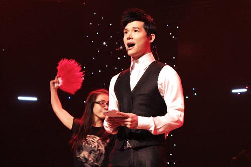 "nathan lee ""khon kho"" tap hat - 4"