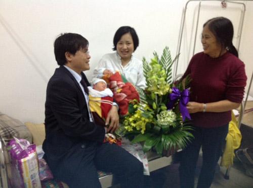 """""""hanh phuc vi sinh con voi chong qua co"""" - 2"""