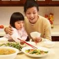 """Làm mẹ - Cách cho con ăn rau """"sai bét"""" của mẹ"""